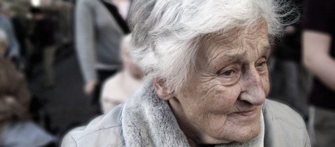 dependent-dementia-woman-old-70578